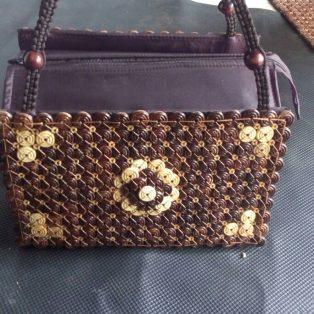 Kerajinan tas batok atau tempurung kelapa